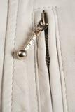 Άσπρο φερμουάρ σακακιών δέρματος Στοκ Φωτογραφία