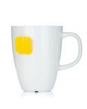 Άσπρο φλυτζάνι τσαγιού με teabag στοκ εικόνα