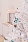 Άσπρο χριστουγεννιάτικο δέντρο Στοκ φωτογραφία με δικαίωμα ελεύθερης χρήσης