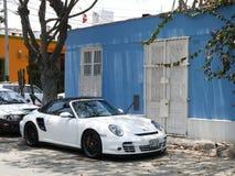 Άσπρο χρώμα η cinvertible Porsche 911 τούρμπο στη Λίμα Στοκ εικόνες με δικαίωμα ελεύθερης χρήσης