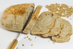 Άσπρο ψωμί, μαχαίρι, φέτες του ψωμιού Στοκ Εικόνες