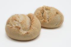 Άσπρο ψωμί στον πίνακα Στοκ φωτογραφία με δικαίωμα ελεύθερης χρήσης