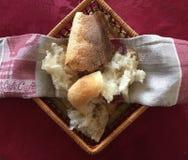 Άσπρο ψωμί στο κόκκινο σχέδιο Στοκ Εικόνα