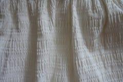 Άσπρο ύφασμα βαμβακιού στις μαλακές πτυχές Στοκ εικόνα με δικαίωμα ελεύθερης χρήσης