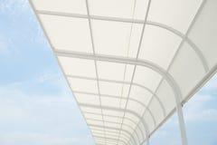 Άσπρο awning Στοκ φωτογραφία με δικαίωμα ελεύθερης χρήσης