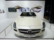 Άσπρο benz SLS AMG της Mercedes Στοκ Φωτογραφίες