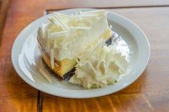 Άσπρο cheesecake σοκολάτας Στοκ εικόνες με δικαίωμα ελεύθερης χρήσης