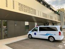 Άσπρο emergency van outside γαλλικό νοσοκομείο στοκ φωτογραφίες με δικαίωμα ελεύθερης χρήσης