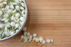 άσπρο jasmine νερό επιπλεόντων σωμάτων Στοκ φωτογραφία με δικαίωμα ελεύθερης χρήσης