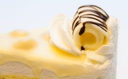 Άσπρο Macadamia σοκολάτας κέικ Στοκ φωτογραφία με δικαίωμα ελεύθερης χρήσης