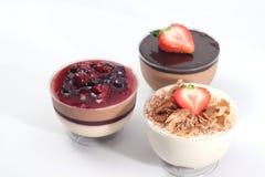 Άσπρο mousse σοκολάτας και σοκολάτας γάλακτος Στοκ φωτογραφίες με δικαίωμα ελεύθερης χρήσης