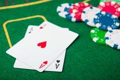άσσος δύο στο παιχνίδι πόκερ Στοκ Φωτογραφία