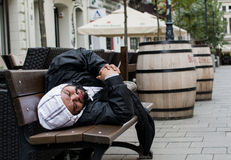 άστεγες λυπημένες οδοί της Πράγας εικόνων ατόμων Στοκ Εικόνα