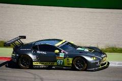 Άστον Martin που συναγωνίζεται V8 την πλεονέκτήν δοκιμή GTE σε Monza Στοκ Εικόνες