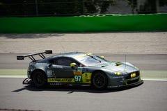 Άστον Martin που συναγωνίζεται V8 την πλεονέκτήν δοκιμή GTE σε Monza Στοκ Φωτογραφία