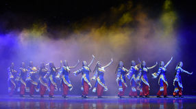 Άτακτος θιβετιανός κορίτσι-θιβετιανός λαϊκός χορός στοκ εικόνες