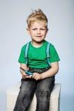 Άτακτο παιδί με το ψαλίδι Στοκ φωτογραφία με δικαίωμα ελεύθερης χρήσης