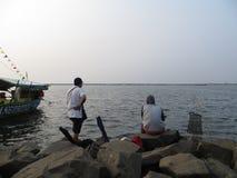 Άτομα αλιεύοντας στην Τζακάρτα Στοκ Εικόνες
