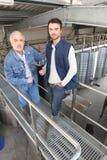 άτομα δύο εργοστασίων κρ&alp Στοκ Φωτογραφία