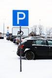 Άτομα με ειδικές ανάγκες που σταθμεύουν τα αυτοκίνητα σημαδιών Στοκ Εικόνα