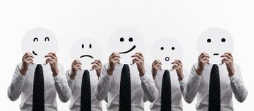 Άτομα που κρατούν smilies Στοκ Εικόνες