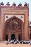 Άτομα που προσεύχονται στο προαύλιο Jama Masjid σε Fatehpur Sikri, U Στοκ Εικόνα