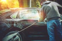 Άτομα που πλένουν το αυτοκίνητό του Στοκ Εικόνες