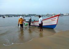 Άτομα του Φίσερ στο λιμάνι, αλιευτικό σκάφος στοκ εικόνες με δικαίωμα ελεύθερης χρήσης