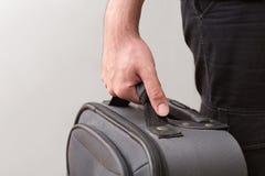 Άτομο έτοιμο για το ταξίδι με τις αποσκευές του Στοκ φωτογραφία με δικαίωμα ελεύθερης χρήσης