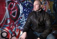 άτομο γκράφιτι τοποθέτηση& Στοκ φωτογραφίες με δικαίωμα ελεύθερης χρήσης