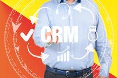 Άτομο διοικητικής έννοιας σχέσης πελατών που επιλέγει CRM στοκ φωτογραφίες με δικαίωμα ελεύθερης χρήσης