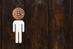 Άτομο εγγράφου με το bitcoin αντί του κεφαλιού Αφηρημένη έννοια Στοκ φωτογραφίες με δικαίωμα ελεύθερης χρήσης