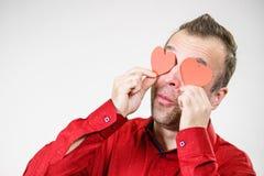 Άτομο ερωτευμένο με τις καρδιές στα μάτια στοκ φωτογραφία