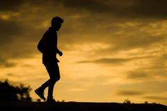 Άτομο ηλιοβασιλέματος Στοκ φωτογραφία με δικαίωμα ελεύθερης χρήσης