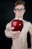 Άτομο και ένα κόκκινο μήλο Στοκ Εικόνα