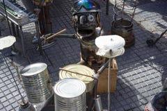 Άτομο κασσίτερου που παίζει τα τύμπανα στην οδό Στοκ εικόνα με δικαίωμα ελεύθερης χρήσης