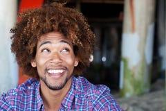 άτομο κινηματογραφήσεων σε πρώτο πλάνο παραλιών αφροαμερικάνων Στοκ Φωτογραφία