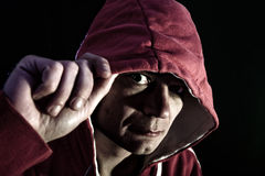 άτομο κουκουλών scary Στοκ Φωτογραφίες