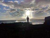 Άτομο μετά από τον ήλιο Στοκ εικόνες με δικαίωμα ελεύθερης χρήσης