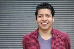 Άτομο με ένα τέλειο άσπρο χαμόγελο με το διάστημα αντιγράφων στοκ εικόνα