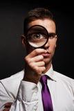 Άτομο με πιό magnifier Στοκ Εικόνες