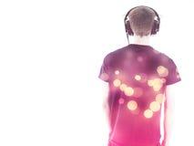 Άτομο με τα ακουστικά πίσω προς τη κάμερα Στοκ φωτογραφία με δικαίωμα ελεύθερης χρήσης