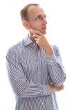 Άτομο με τα γυαλιά σχετικά με το πηγούνι και απογοητευμένος απομονωμένος στο μόριο Στοκ φωτογραφίες με δικαίωμα ελεύθερης χρήσης