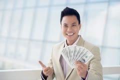 Άτομο με τα χρήματα στοκ εικόνα με δικαίωμα ελεύθερης χρήσης