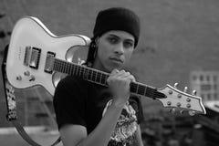 Άτομο με την κιθάρα Στοκ εικόνες με δικαίωμα ελεύθερης χρήσης