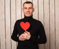 Άτομο με την κόκκινη καρδιά στοκ φωτογραφία με δικαίωμα ελεύθερης χρήσης