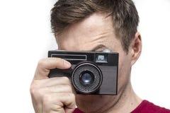 Άτομο με την παλαιά κάμερα Στοκ Φωτογραφίες