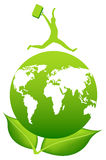 Άτομο με τη βαλίτσα πέρα από τη γη Πλανήτης και πράσινα φύλλα Ταξίδι Στοκ εικόνες με δικαίωμα ελεύθερης χρήσης