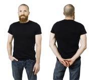 Άτομο με τη γενειάδα και το κενό μαύρο πουκάμισο Στοκ φωτογραφία με δικαίωμα ελεύθερης χρήσης