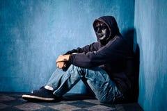 Άτομο με τη μάσκα και τα γυαλιά ηλίου Στοκ Φωτογραφία